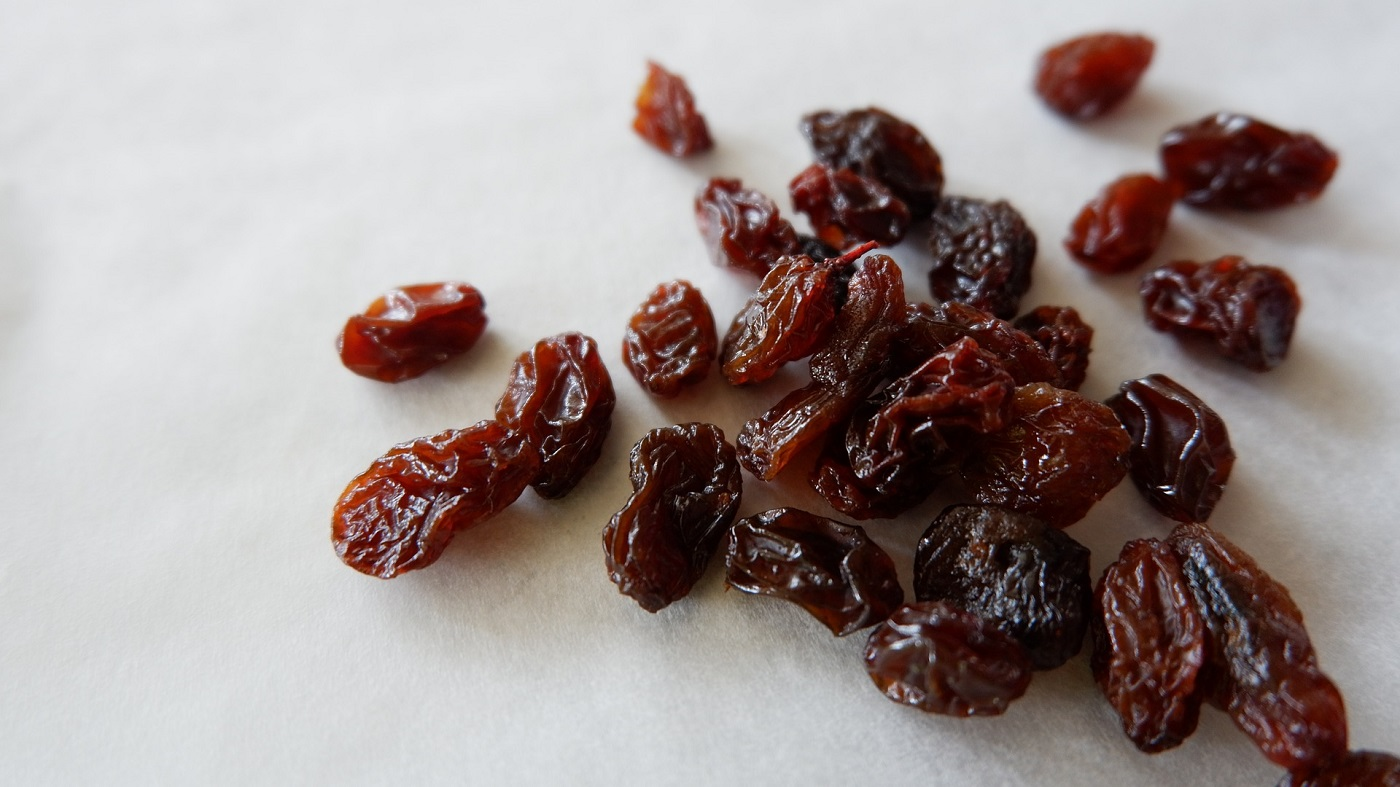 the-5-things-technique-learning-about-mindfulness-by-staring-at-a-raisin